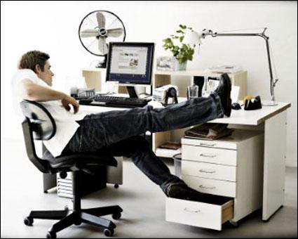 Guide sid ergonomisk korrekt foran sk rmen flatpanelsdk for Ergonomia en el trabajo de oficina