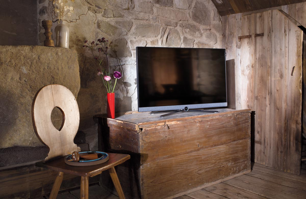 loewe pr senterer 39 bild 5 39 serien af ultra hd lcd tv. Black Bedroom Furniture Sets. Home Design Ideas